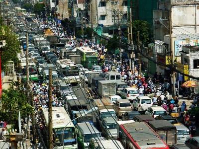 Vehicles get stuck on Phan Dang Luu street, Phu Nhuan district