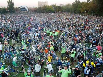 70.000 wheels in the air: bikelifting after the Hungarian Critical Mass