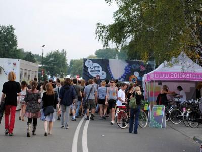 """Las bicicletas para préstamo estaban disponibles en la entrada del """"OFF Festival"""" 2011"""