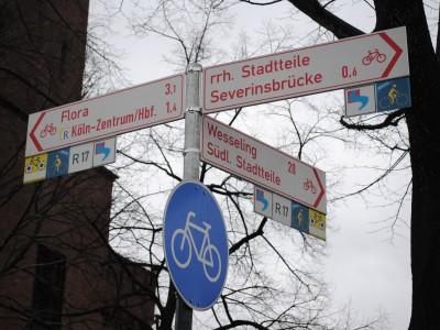 Señalización adecuada en cruce de ciclovías